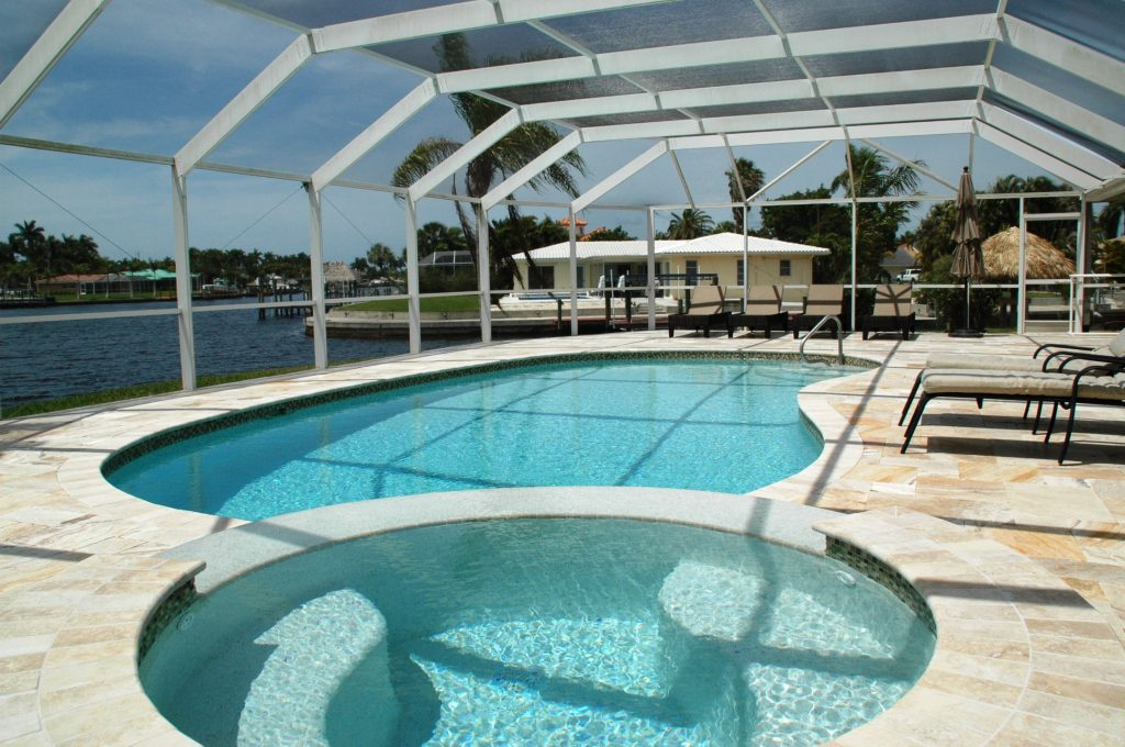 Swimming pool and Jacuzzi- Villa Romantic Cape Coral